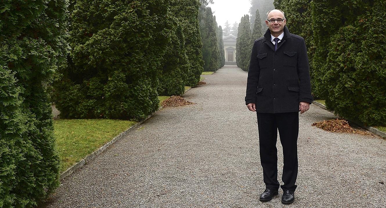Friedhöfe Zürich: Rolf Steinmann, Leiter Bestattungs- und Friedhofamt der Stadt Zürich im Friedhof Sihlfeld
