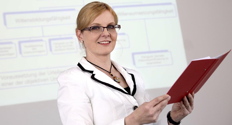 Prof. Dr. iur. Regina Aebi-Müller, Ordinaria für Privatrecht und Privatrechtsvergleichung Universität Luzern
