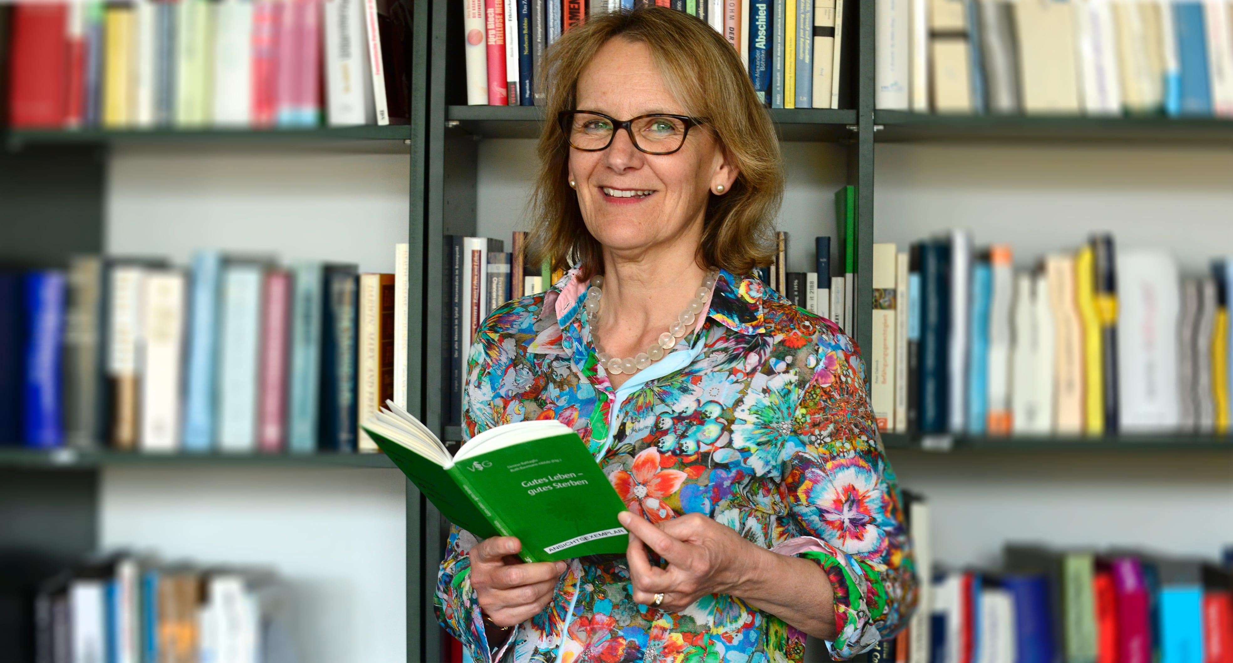 Dr. Ruth Baumann-Hölzle, Theologin und Leiterin des Instituts Dialog und Ethik.