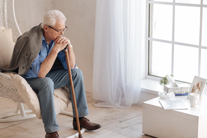 Älterer Mann überlegt sich die Möglichkeit, seinen gewalttätigen Sohn zu enterben.