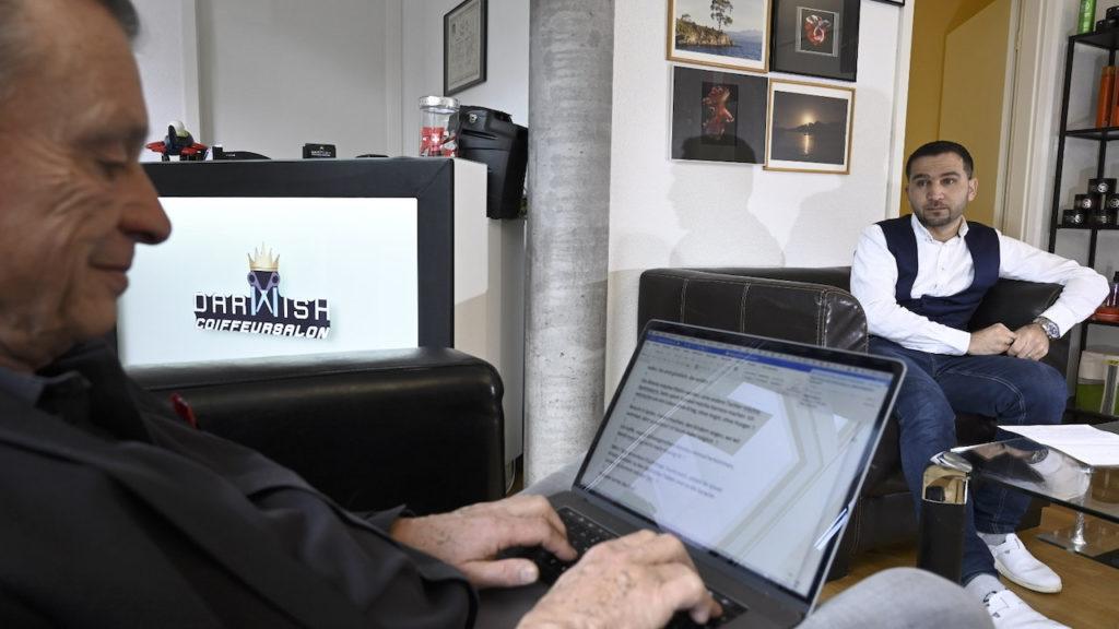 Flüchtling Hussein Darwish, Coiffure, Belp beim Interview mit DeinAdeiu-Autor Martin Schuppli
