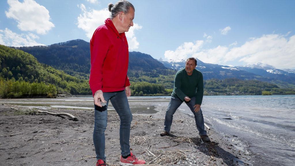Ueli Hiltpold (r.) und DeinAdieu-Autor am Walensee-Ufer.